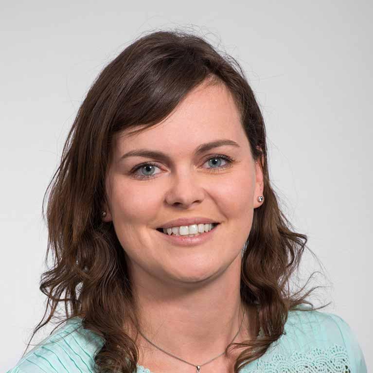 Portrait der Projektkoordinatorin des Digital Makers Hub Petra Fischer